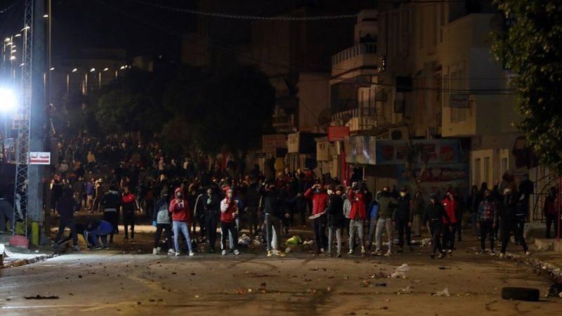 Tunus'ta halk 'Korku yok, sokaklar halkın' sloganıyla sokaklarda: 600 kadar kişi gözaltına alındı